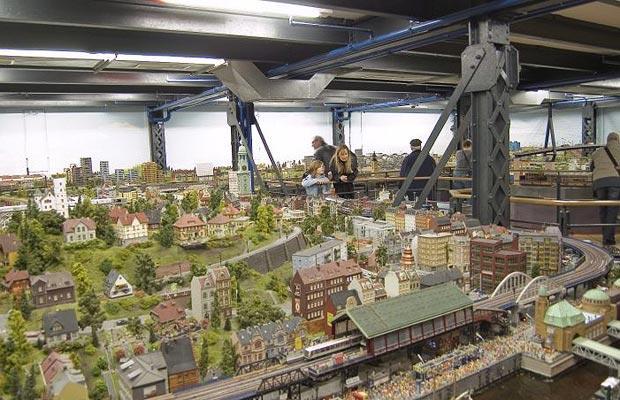 Model Train Sets